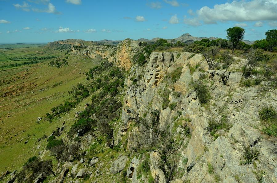 Обрыв Ни сало ни мясо — национальный парк Изало на Мадагаскаре Ни сало ни мясо — национальный парк Изало на Мадагаскаре DSC 5671