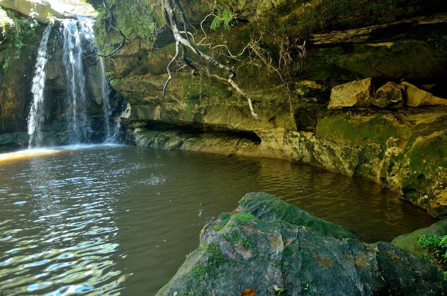 Водопад Ни сало ни мясо — национальный парк Изало на Мадагаскаре Ни сало ни мясо — национальный парк Изало на Мадагаскаре DSC 5775